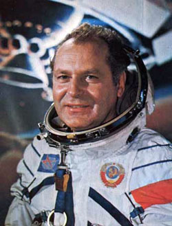 Герман Титов (1935-2000), советский космонавт, второй человек в космосе, Герой Советского Союза (9 августа 1961).